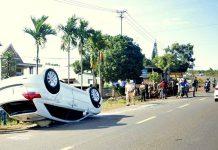 Gia Lai: Xe ô tô lật ngửa sau cú va chạm với xe công nông