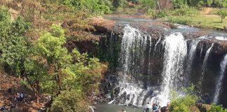 Đông đảo du khách về ngắm thác Mơ trong ngày đầu năm mới