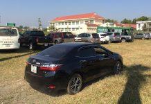 Ô tô được giữ với giá 50 ngàn đồng/chiếc. Ảnh: Văn Ngọc