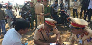 Lực lượng Cảnh sát Giao thông xử lý các trường hợp vi phạm trong dịp Tết Nguyên đán Kỷ Hợi 2019. Ảnh: Chí Hào