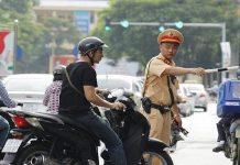 Lỗi đi xe máy không gương bị phạt bao nhiêu?