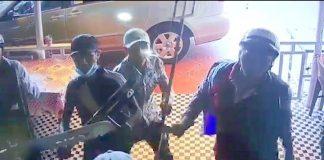 Côn đồ chém nhân viên, dọa giết gia đình chủ quán cà phê ở Sài Gòn