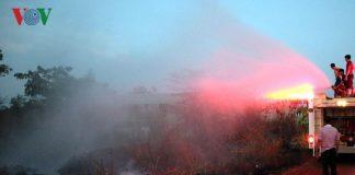 Dập kịp thời đám cháy lớn sau cây xăng đang nhập nguyên liệu
