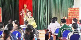 Hạt Kiểm lâm huyện Ia Grai tuyên truyền, vận động người dân kê khai diện tích đất trong vùng dự án để đơn vị đề xuất phương án giải quyết. Ảnh: M.N