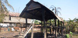 Vụ cháy đã thiêu rụi căn nhà sàn rộng gần 53m2 của hộ nghèo. Ảnh: Đức Phương