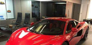 Trở thành triệu phú sau 1 đêm, anh thợ xây chất đầy siêu xe trong garage