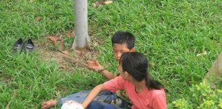 Dòng người đổ về Đền Hùng như thác nước, nhiều trẻ em bị lạc