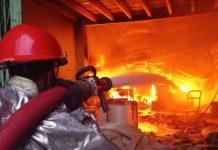 Lửa cháy lan từ đống rơm thiêu rụi nhà sàn, bé gái 4 tuổi tử vong