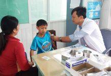 Tiêm phòng vắc xin sởi để phòng bệnh cho trẻ. Ảnh: N.N