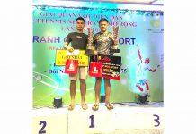 Cặp VĐV Dương Minh Thanh (phải)- Phạm Quốc Việt (trái) đoạt giải nhất nội dung đôi nam 1.350 điểm. Ảnh: Minh Vỹ