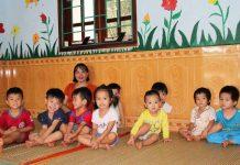 Các cô giáo mầm non vẫn miệt mài đến lớp mặc dù đang là giữa mùa hè.      Ảnh: C.H