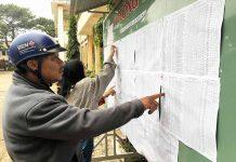 Các trường công khai chỉ tiêu tuyển sinh, niêm yết danh sách hàng ngày  để phụ huynh, học sinh tiện theo dõi.     Ảnh: N.G
