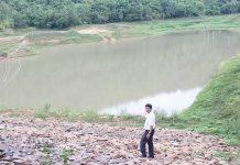 Mực nước ở hồ Hà Tam đã xuống rất thấp. Ảnh: N.D