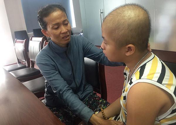 Hết bệnh tim đến ung thư, bé trai đau đớn vật vã Ảnh 3