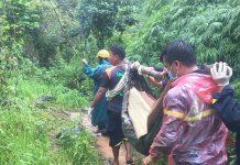 Thi thể 3 nạn nhân tự nổi trên mặt nước ở thác. Ảnh: Nguyễn tú