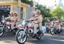 Lực lượng CSGT Công an tỉnh ra quân tổng kiểm soát phương tiện giao thông. Ảnh: Thúy Trinh