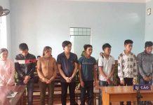Các bị cáo nghe tòa tuyên án. Ảnh: Cao Phong