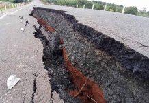 Vị trí sụt lún sâu nhất tại khu vực xảy ra sự cố sụt lún nền và mặt đường trên tuyến đường tránh Đông Chư Sê đã lên tới hơn 1m. Ảnh: Lê Hòa