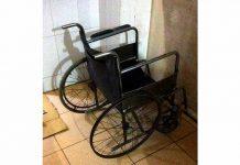 Chiếc xe lăn hư hỏng mà y tá giao cho ông T. để di chuyển bệnh nhân. Ảnh: Thanh Tâm