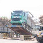 Vụ ép mía 2019-2020 Nhà máy Đường An Khê triển khai xe vận chuyển mía về nhà máy thông qua các hợp tác xã. Ảnh: Ngọc Minh