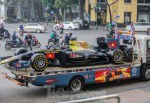Bắt gặp xe đua F1 diễu hành trên đường phố Thủ đô