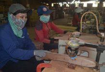 Chế biến gỗ tại huyện Kbang. Ảnh: Lê Nam