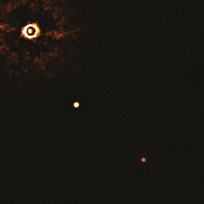 Ảnh chụp chân dung của hệ mặt trời và hai hành tinh Ảnh: ESO