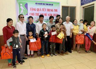 Tặng quà Trung thu cho 81 trẻ em mù