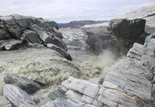 Sông băng ở Greenland - Ảnh: JON HAWKINGS