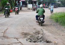 Chư Prông: Nắp cống giữa đường bị vỡ tiềm ẩn nguy hiểm cho người tham gia giao thông