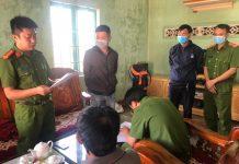 Lực lượng Công an đọc lệnh bắt tạm giam các đối tượng. Ảnh: Văn Ngọc