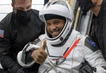 Phi hành gia Victor Glover trở về Trái đất hôm 2.5.2021. Ảnh: SpaceX