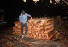 Trục vớt gỗ cất giấu trái phép dưới lòng hồ Thuỷ điện Sê San 4