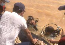 Lực lượng cứu hộ gặp nhiều khó khăn trong công tác tìm kiếm nạn nhân. Ảnh: Văn Ngọc