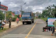 Huyện Kbang thiết lập 5 chốt phòng-chống dịch Covid-19 tại các điểm ra vào thị trấn Kbang. Ảnh Hồng Hạnh