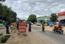 Chốt phòng-chống dịch tại thôn Quý Đức (xã Ia Trok, đoạn giáp ranh giữa huyện Ia Pa và thị xã Ayun Pa) vẫn được duy trì. Ảnh: Vũ Chi