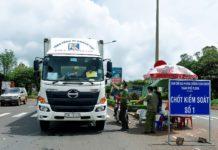 Lực lượng chức năng kiểm soát phương tiện vận tải