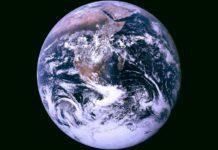 Ánh sáng phản chiếu từ trái đất đang giảm dần khiến giới khoa học lo ngại. Ảnh: Chụp màn hình CTV News