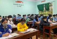 Bước vào năm học mới 2021-2022, nhiều học sinh THPT của tỉnh Gia Lai vẫn chưa thể tới lớp vì mắc kẹt tại các vùng dịch. Ảnh: Hoàng Ngọc
